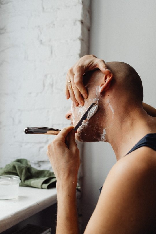 Privilégiez le gommage avant le rasage