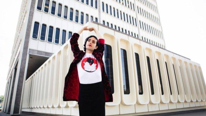 "EZRA FURMAN shares two new singles from New album ""Twelve Nudes"" - Listen Now"