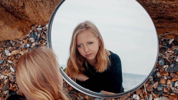 POLLY SCATTERGOOD shares new video for 'Red' - Watch Now