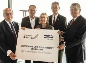 v.l.: Dr. Thomas A. Lange, Co-Moderator des IK Ruhr, Prof. Dr. Axel Schölmerich, RUB, Prof. Dr. Ursula Gather, TU Dortmund, Professor Dr. Ulrich Radtke, UDE, und IK Ruhr-Moderator Bernd Tönjes (Foto: IR) )
