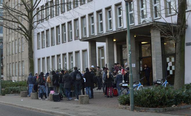 Veranstaltung vor der Flüchtlingsunterkunft in Düsseldorf - Foto: