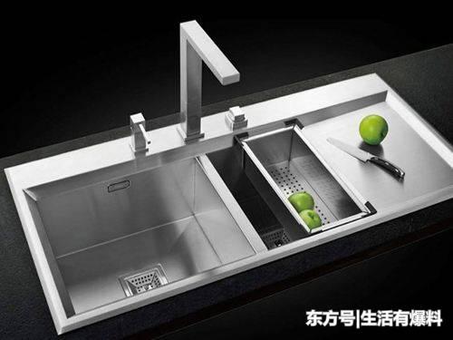 single bowl cast iron kitchen sink butterfly undermount sinks 清理厨房水槽的3个小妙招 雪花新闻 单槽往往是厨房空间较小的家庭的使用 因为单槽使用起来不方便 因此只能满足最基本的清洁功能 而双槽大多数家庭使用的 无论两房还是三房 双槽即可以满足清洁及分开