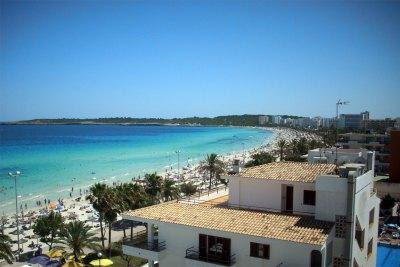 Die rechte Seite der Bucht von Cala Millor
