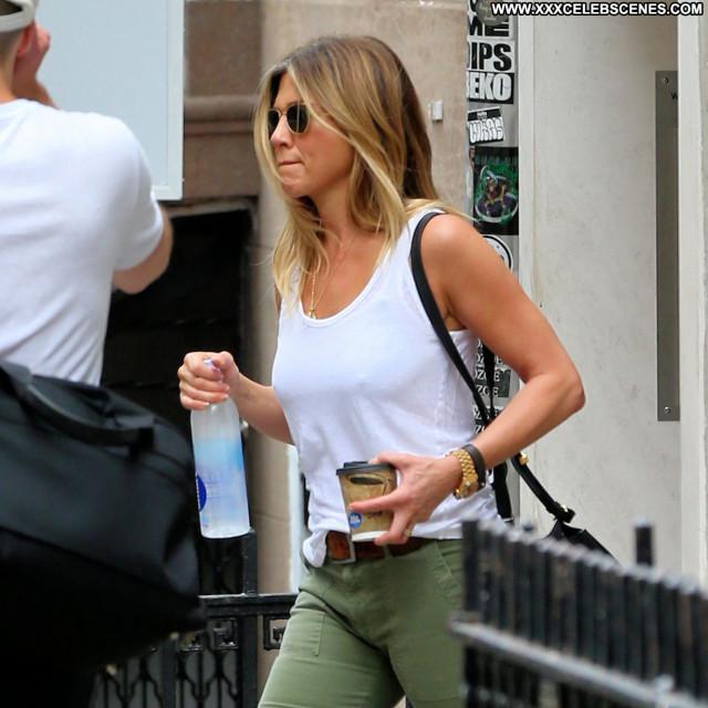 Jennifer Aniston New York Posing Hot American New York Pokies