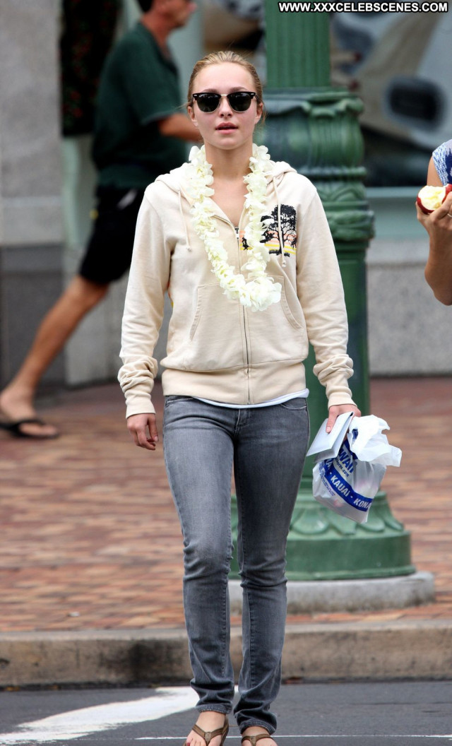 Hayden Panettiere Candid Hawaii Paparazzi Beautiful Candids Posing