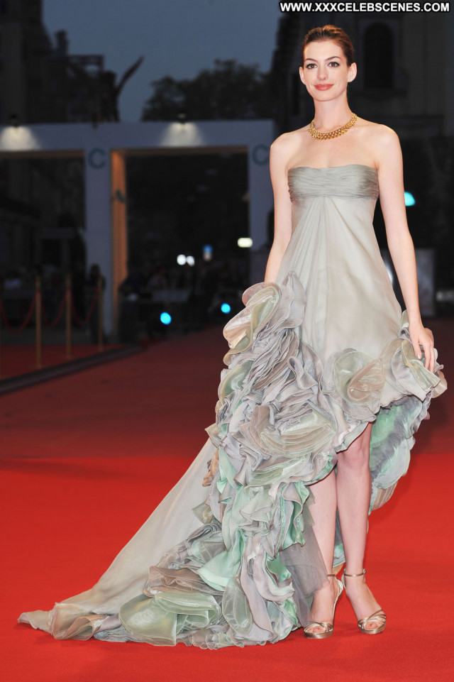 Anne Hathaway Rachel Getting Married Paparazzi Beautiful Babe Posing