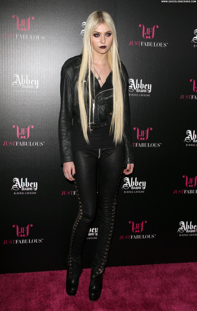 Taylor Momsen No Source Beautiful Babe Celebrity Posing Hot Actress