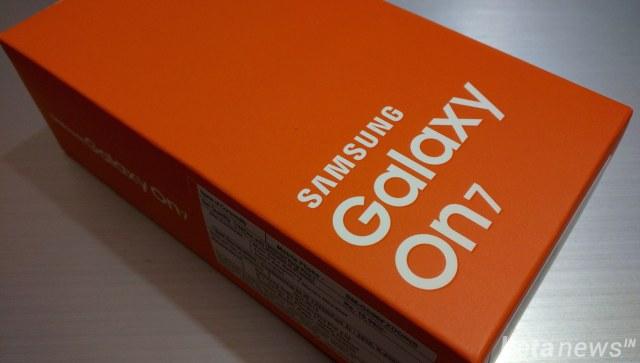 Galaxy On7 box