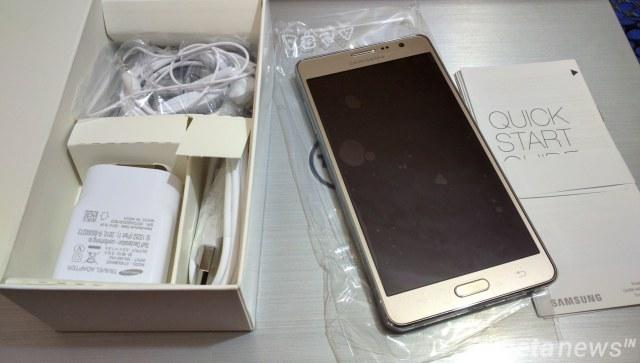 Galaxy On7 inside box