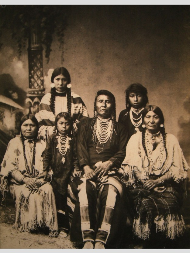 Chief_Joseph_and_family