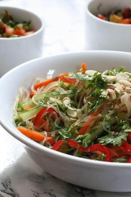 סלט אטריות שעועית עם ירקות