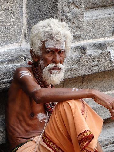 Inde du sud homme saint avec cendres sur le front