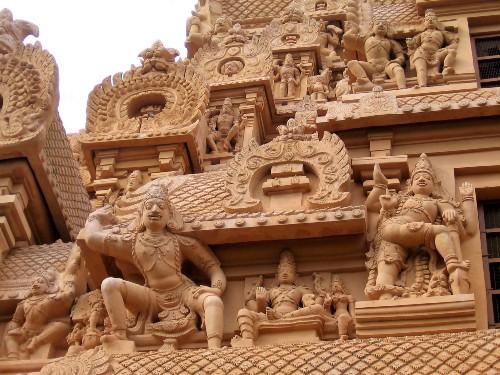 Tanjore sculptures de dieux et déesses en pierres ocres