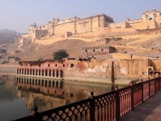 Rajasthan Citadelle ocre en heur d'une montagne