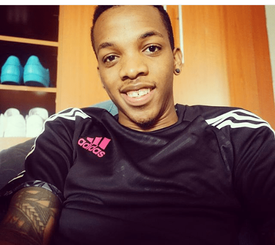 Tekno-All-Smiles-In-New-Photo-Peek