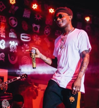 Wizkid gives cripple fan money