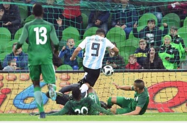 Sergio Aguero faints