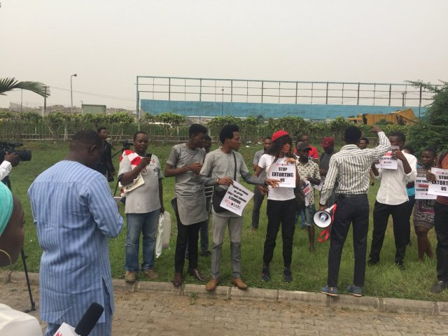 DQwirp1VwAAkudJ - See Photos From The #EndSARS Nationwide Protest