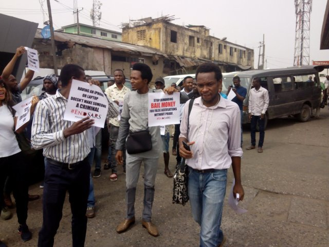 DQwjvLkVwAApX6i - See Photos From The #EndSARS Nationwide Protest