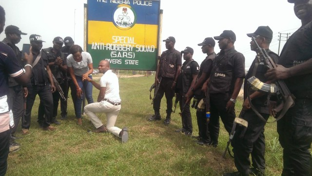 SARS Propose Rivers 02 - Nigerian man proposes to girlfriend with the help of SARS at their Headquarters in Rivers state (video)