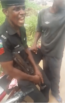 Lagos Policeman Collecting N100 Bribe