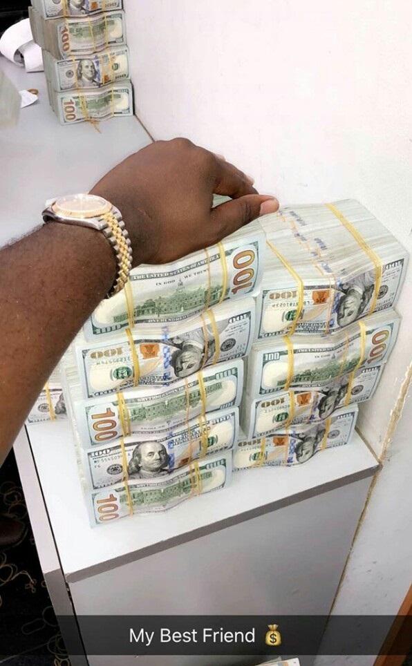 flamboyant nigerian big man mompha flaunts wad of cash calls it his best friend on ig photos. Black Bedroom Furniture Sets. Home Design Ideas