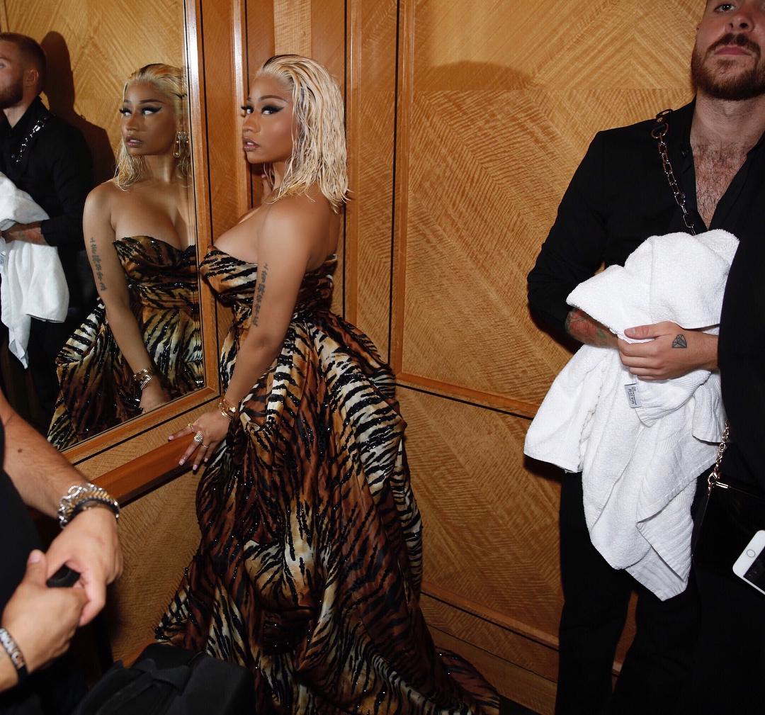 Nicki Minaj shares hot photos