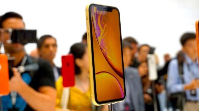 Apple announces iPhone XS