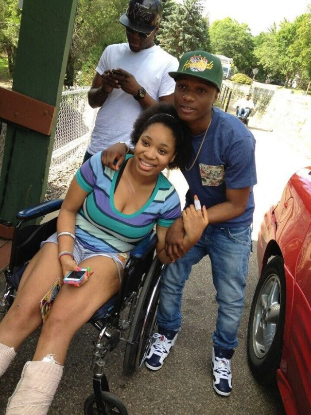 DowFI13UYAAh1ix 1 - Lady shares photos of when Wizkid visited her at the hospital, 6 years ago