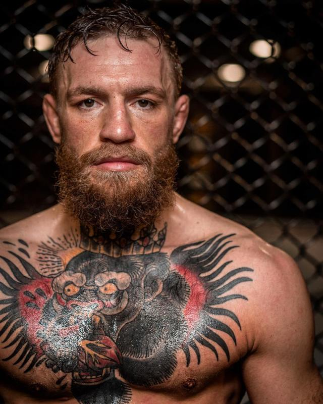 Conor McGregor mocks Floyd Mayweather