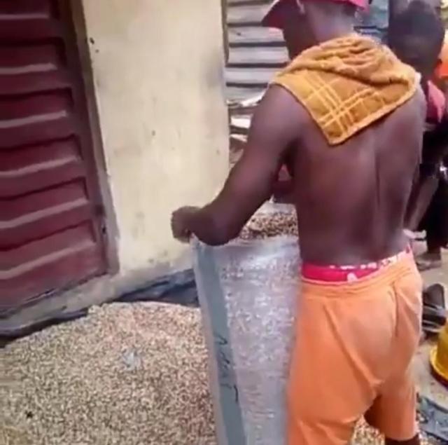 Nigerian man raises alarm