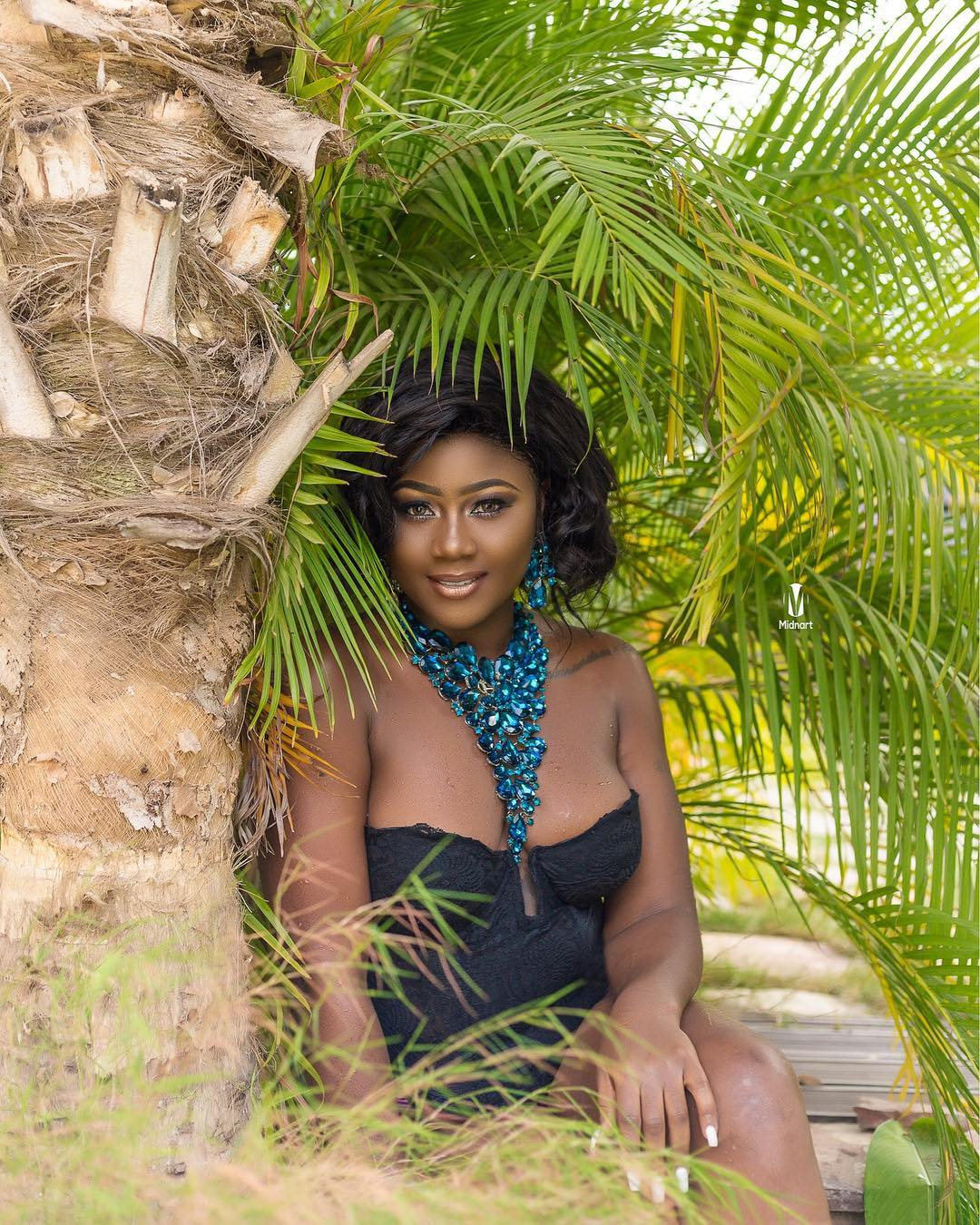 Ghanaian Actress Salma Mumin Covers Her Nakedness With Water Melon To Celebrate Her Birthday Photos