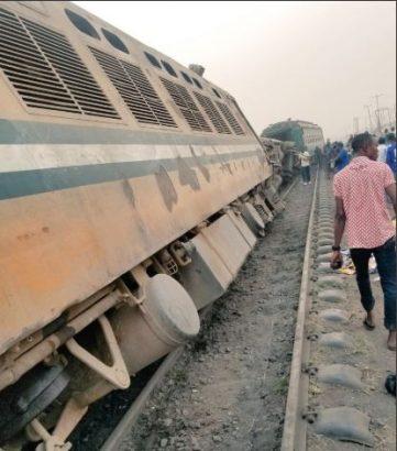 Pandemonium As Train Derails In Agege Area Of Lagos