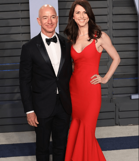 Jeff Bezos settles divorce