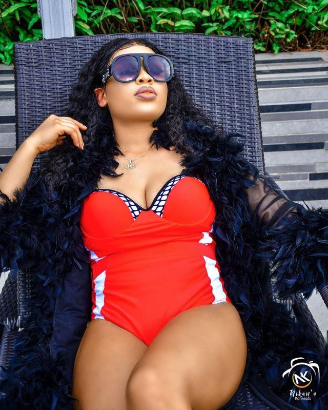 Nina flaunts bikini bod