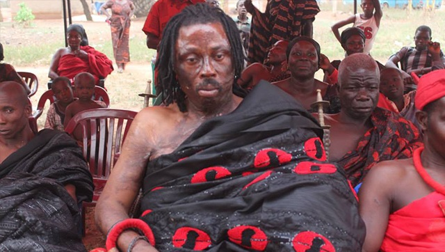 Ghanaian Juju Man, Kwaku Bonsam enters church to collect his charm from a Pastor (video)