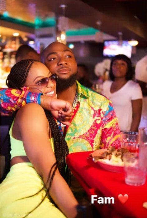 This photo of Davido and his second baby mama, Amanda, has people talking