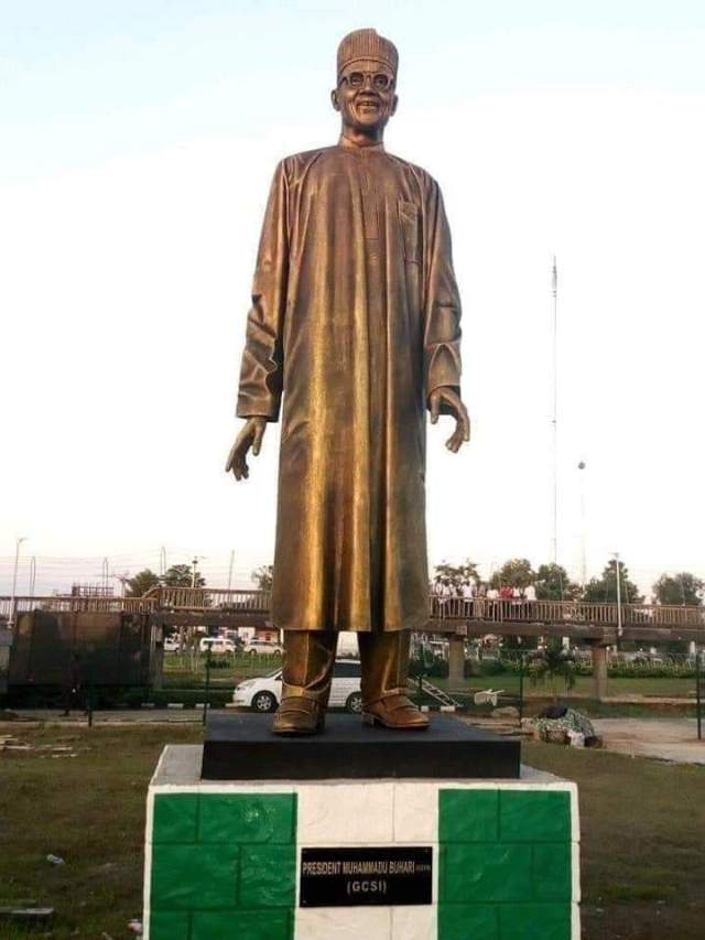 Governor Rochas Okorocha has finally Unveils Buhari Statue In Imo State(photo)