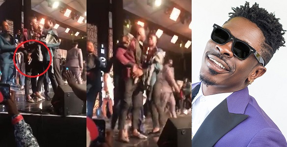 Stonebwoy pulls out a gun as Shatta Wale attacks him on Stage at the VGMA's - YabaLeftOnline