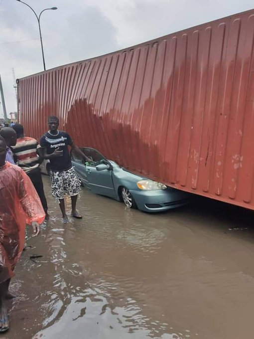 Big Container Falls On Other Vehicles In Tincan Lagos (Pics)
