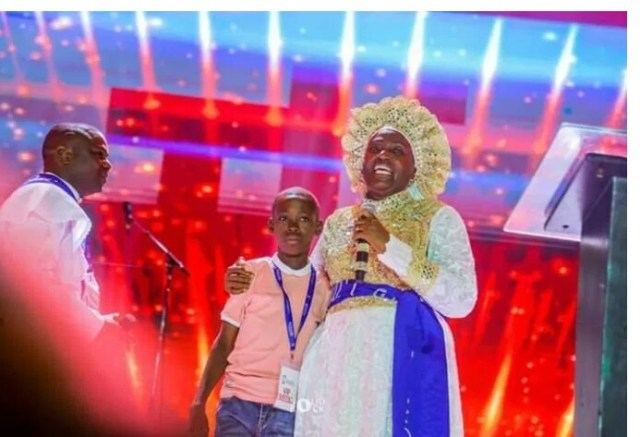 Ayomide Receives Scholarship
