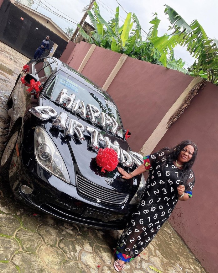 Nollywood Actress, Nkechi Blessing gifts  her mum a brand new car to celebrate her birthday (Photo)
