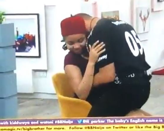 BBNaija 2020: Ozo gives Nnegi an er0tic lap dance in front of other housemates (video)