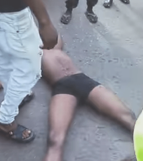 Just in: Stray bullet allegedly kills trader in Enugu as security operatives disperse residents trying to break into school to loot COVID-19 palliatives