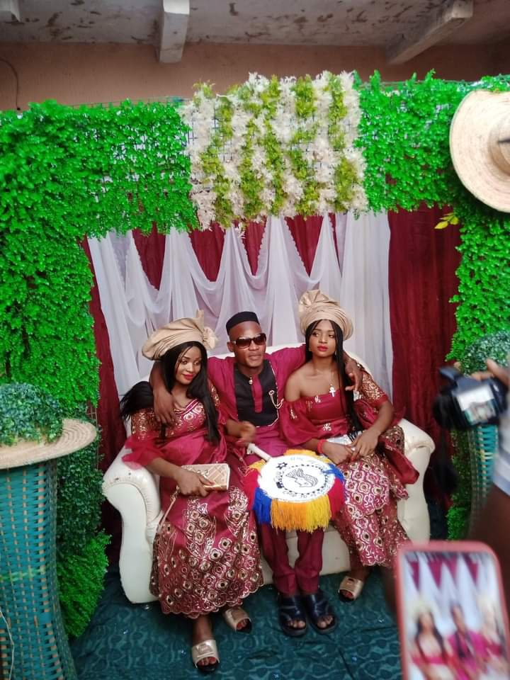 OMG! Nigerian Twin sisters get married to one man because they couldn't live without each other