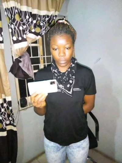 Lady nabbed in Lagos two months after she stole Iyalode of Yorubaland's phone in Abeokuta