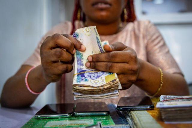 Nigerian lady sparks
