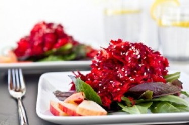 healthy beetroot and spinach salad