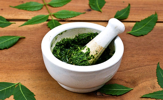 Neem and Turmeric Mix for smooth skin
