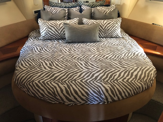 Azimut 42 bedding